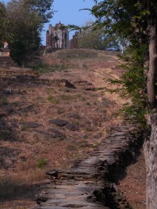 Path up to the hilltop Buddha