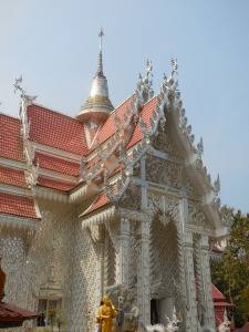 The main temple building at Wat Mai Kahm Wan